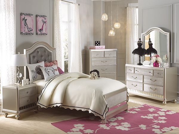 Bedroom furniture for less in stock at afw - Rooms to go kids bedroom furniture ...