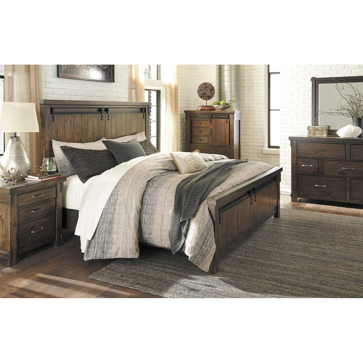 Picture of Lakeleigh California King Panel Bed